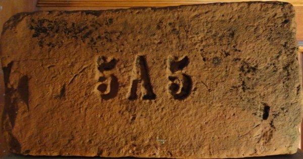 5A5 - místo nálezu Hrubá Vrbka. Rudolf Auspitz, Strážnice. Rozměr 30x14x6.