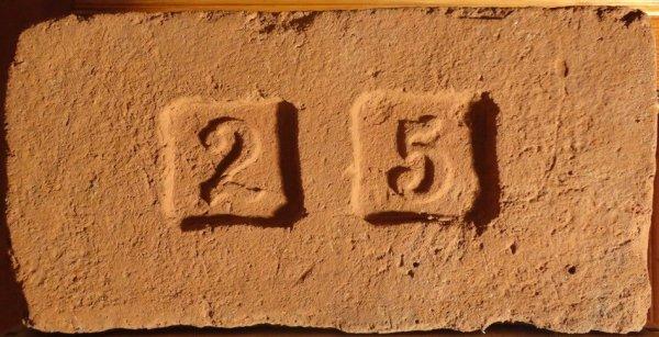 2 5 - Místo nálezu Modřice u Brna. Rozměr 29,5x14,5x7.
