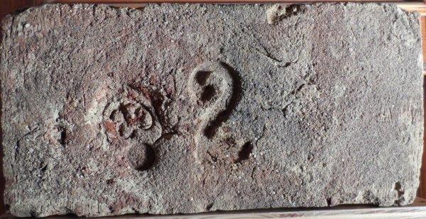 2 cs v srdíčku - Získáná od pána z Lanžhota. Rozměr 28,5x14x7.