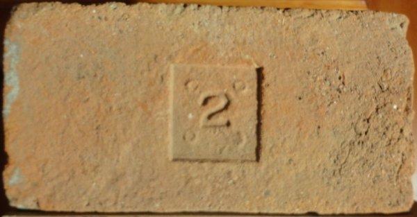 2 - Místo nálezu Znojmo. Rozměr 28x14x6,5.