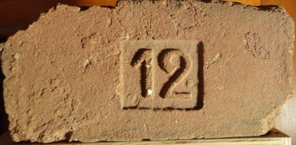 12 - Místonálezu Znojmo. Rozměr 29x14x7.