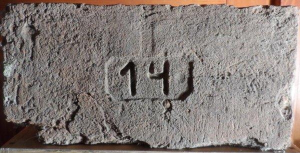 14 - Místo nálezu Znojmo. Rozměr 29,5x14,5x7