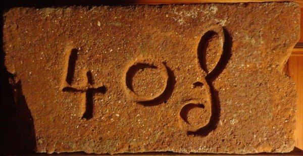 4 O f - místo nálezu skládka u Žabčic. Rozměr 30x15x7,5.