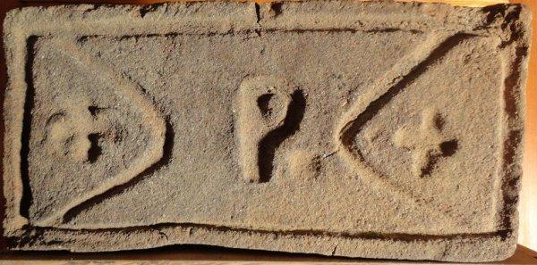 + P + - Místo nálezu skládka v Buchlovicích. Rozměr 28x12x6,5.
