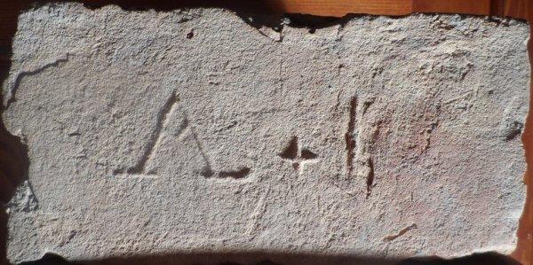 A+ I- Nalezenána skládce u Novosedel. Rozměr 29,5x14,5x7.