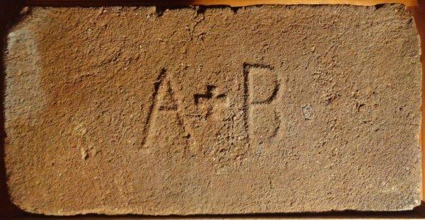 A+B - místo nálezu Znojmo. Rozměr 29,5x14,5x6,5.