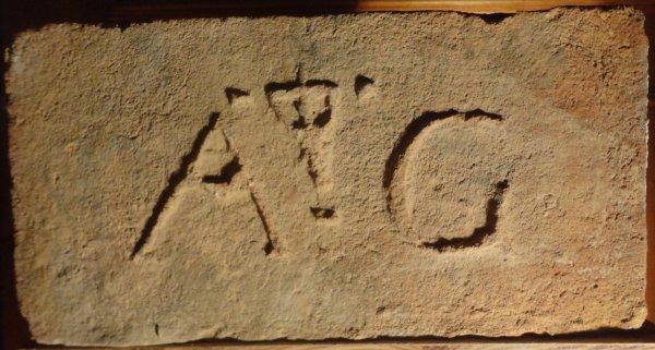 A kříž z ježíšem G - místo nálezu Havraníky. Rozměr 30x15x7.