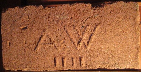 A W IIII - místo nálezu Znojmo. Alex Weiss, Znojmo. Rozměr 30,5x15x7.