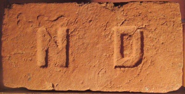 N D - místo nálezu Drnholec. Tereziánská nadace Drnholec. Rozměr 28x14x7,5.